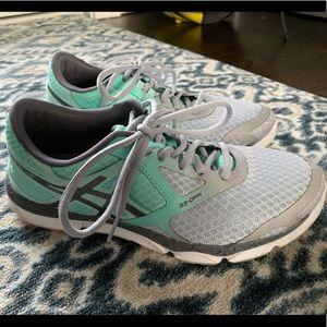 ASICS women's running shoes 33-DFA 8.5 mint gray
